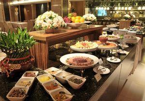 2.3 菜单的创新   菜单设计的创新也是中餐主题宴会摆台创